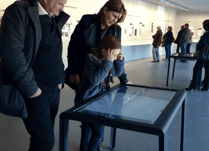 Scénographie interactive avec la table tactile Mosaïque